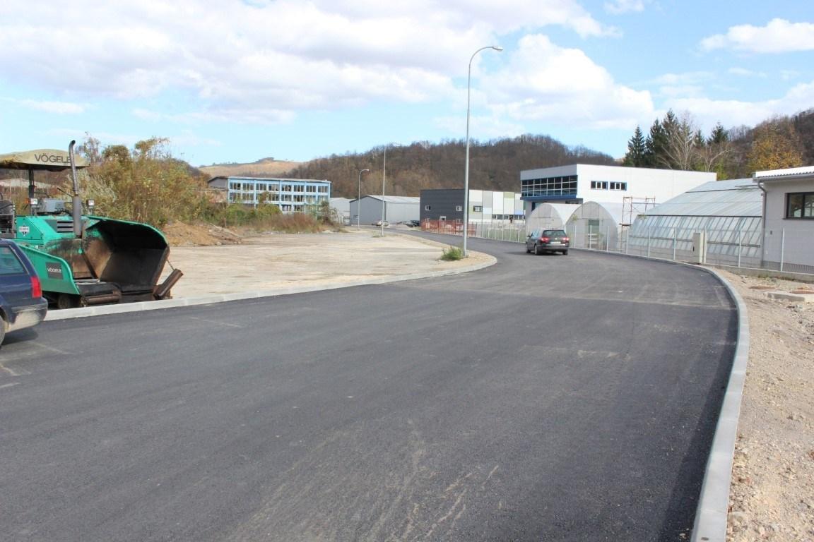 """Kroz MEG projekt dovršena izgradnja interne saobraćajnice u Poslovnoj zoni """"Pilana"""""""